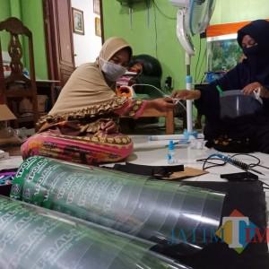 Sambut New Normal, Face Shield Anak-Anak Buatan Istri Anggota TNI Ini Laris Manis