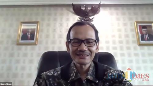 Dirjen Dikti Kemendikbud RI Prof Ir Nizam MSc DIC PhD dalam webinar nasional yang digelar UIN Maliki Malang. (Foto: Ima/MalangTIMES)