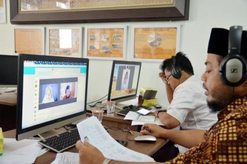 Proses seleksi mahasiswa teladan di Gedung Micro Teaching FITK UIN Maliki Malang. (Foto: Humas)