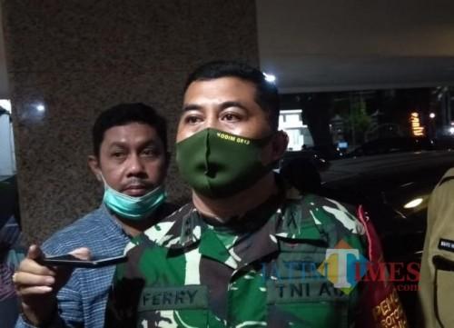 Komandan Satgas New Normal Life Kabupaten Malang, Letkol Inf Ferry Muzawwad, saat menjelaskan wilayah penyebaran Covid-19 di Kabupaten Malang