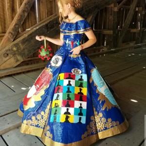 Tak Bisa Rayakan Prom Night, Perempuan Ini Buat Gaun Bertema Covid-19 dari Lakban