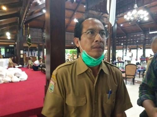 Kepala Dinas Kesehatan (Kadinkes) Kabupaten Malang, Arbani Mukti Wibowo saat menjelaskan alasan tidak memberikan Povidone - Iodine kepada pasien Covid-19