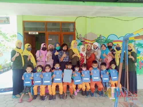 Inisiatif, Pihak Sekolah Gratiskan Uang Iuran 3 Bulan Serta Beri Tunjangan Uang Pulsa