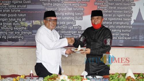 Santoso bersama Ketua DPD PDIP Jatim Kusnadi.(Foto : Aunur Rofiq/BlitarTIMES)