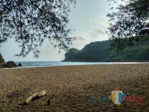 Eksotisme Pantai Pangi di Kabupaten Blitar.(Foto : Malik Naharul/BlitarTIMES)
