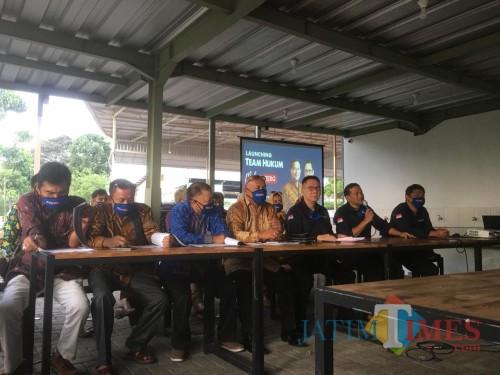 Belasan pengacara yang dibentuk untuk mengawal calon perseorangan dalam menghadapi kontestasi Pilkada Kabupaten Malang tahun 2020 (Foto : Ashaq Lupito / MalangTIMES)