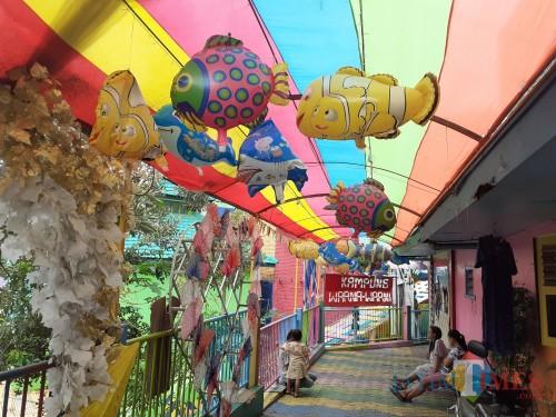 Suasana destinasi wisata kampung tematik Kampung Warna-Warni Jodipan di Kota Malang di masa Covid-19 yang belum beroperasional. (Arifina Cahyanti Firdausi/MalangTIMES).