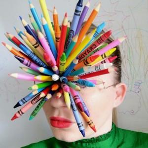 Keren, Desainer Ini Bikin Kreasi Kacamata Unik dengan Crayon hingga Popcorn