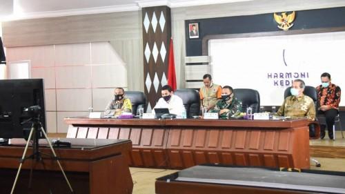 Melalui Video Conference, Wali Kota Kediri simak arahan Presiden Joko Widodo dalam Menangan. (Foto: Istimewa)