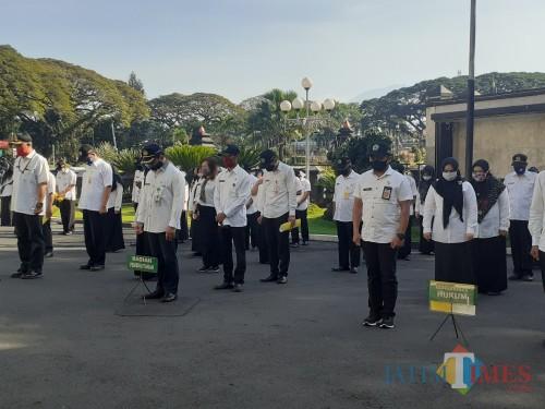 ASN Pemkot Malang saat hadir dalam apel pagi di Balai Kota Malang. (Arifina Cahyanti Firdausi/MalangTIMES).