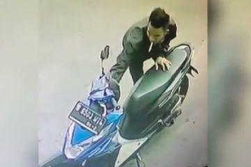 Sudah Kunci Stang ke Kanan,  dengan Cepat Maling Bawa Kabur Motor