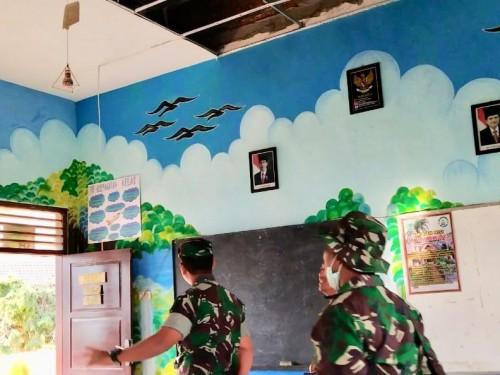 Atap gedung sekolah jebol lantaran bencana di SDN Tulungrejo 3 di Kota Batu tahun 2019