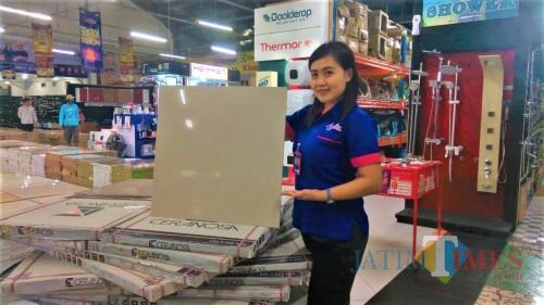 Granit Cream Polos Turun Harga, Buruan Belanja ke Graha Bangunan