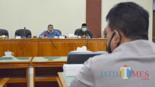 Ketua Komisi IV DPRD Trenggalek Mugianto tengah koordinasi dengan GTPP Covid-19.
