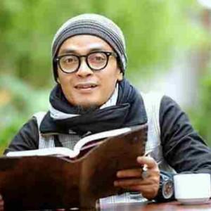 Bacaan Al-Qur'an Tak Fasih, Ustaz Evie Effendie Tuai Kritik Putri Gus Mus