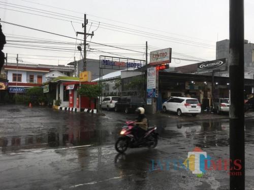 Ilustrasi penerangan jalan yang pajaknya dikelola oleh Bapenda Kabupaten Malang (Foto: Ashaq Lupito/ MalangTIMES)