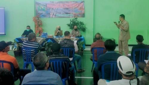 Kabid Cipta Karya Bambang Nugroho saat memberikan sosialisasi mengenai saluran IPAL di Kelurahan Madypuro. (Cipta Karya)
