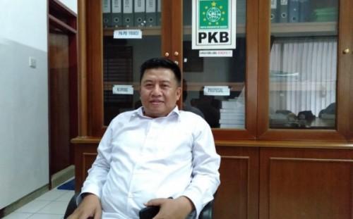 Sekretaris DPC PKB Kabupaten Malang, Muslimin ketika dikonfirmasi awak media di ruangan kerjanya. (Foto: Istimewa)