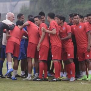 Selain Persiapkan Latihan, Arema FC Juga Fokus Pembaruan Kontrak