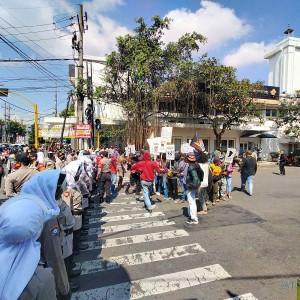 Aksi Demo Mahasiswa Papua di Perempatan Rajabali, 4 Arah Jalan Sempat Ditutup 3 Jam