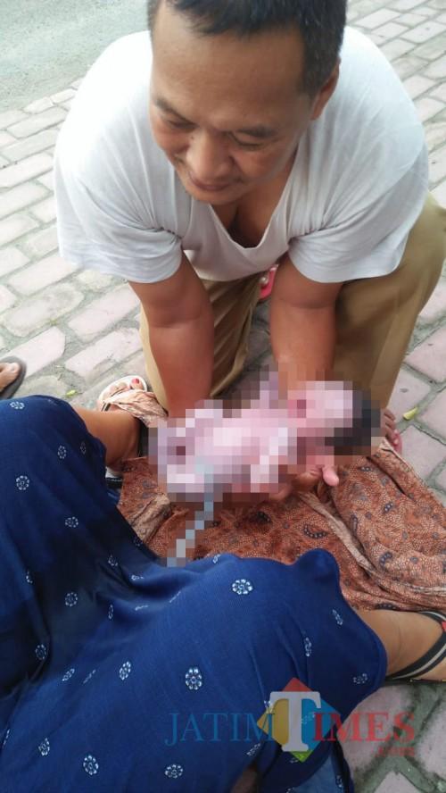 Pengakuan Siti Aminah, Ibu Melahirkan di Pinggir Jalan: Pak Kades Menolong seperti Bidan