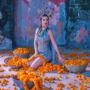 Potret Katy Perry untuk Majalah Vogue India, Warganet Soroti Ornamen Mirip Tahu Krispi