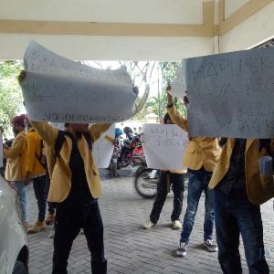 Giliran Aliansi Mahasiswa Wisnuwardhana Gelar Aksi, Tuntut Pemotongan SPP 50%