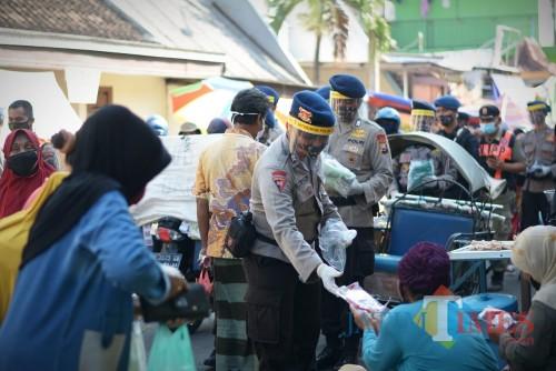HUT Bhayangkara 74, Brimob Jatim Galakkan Gerakan Memakai Masker