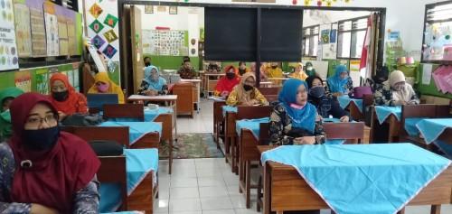 "Suasana workshop ""Bimtek Pembuatan Media Pembelajaran Daring"". (Foto: istimewa)"