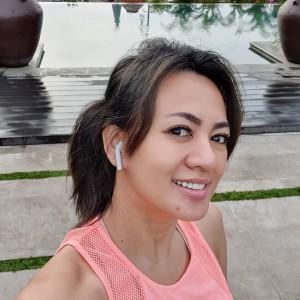 Yeyen Lidya Asyik Promosi Makanan, Netizen Dibuat Salfok dengan Busananya