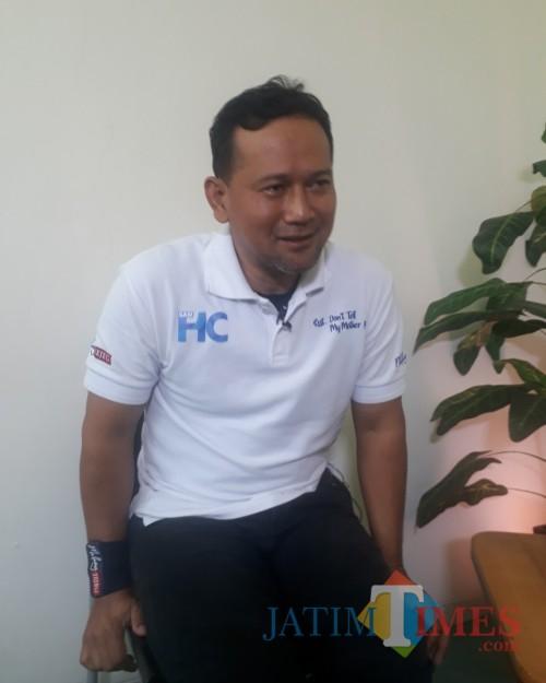 Heri Cahyono atau yang akrab disapa Sam HC saat berada dalam acara Times Talk di Studio MalangTimes, Jumat (3/7/2020). (Foto: Tubagus Achmad/MalangTimes)