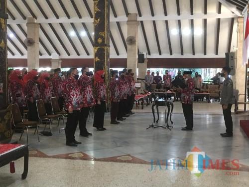Suasana pelantikan Kades di Pringgitan Pendapa Agung Kabupaten Malang (Foto : Ashaq Lupito / MalangTIMES)