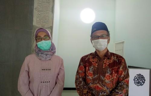 (dari kiri) Dekan FKIK UIN Malang Dr dr Yuyun Yueniwati Prabowowati Wadjib M Kes SpRad(K) dan Rektor UIN Malang Prof Dr Abdul Haris MAg. (Foto: Ima/MalangTIMES)