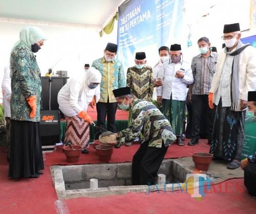 Gubernur Khofifah dan Tiga Menteri Letakkan Batu Pertama Pembangunan RSNU