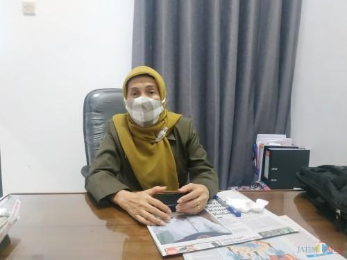 Kepala Dinsos-P3AP2KB, Penni Indriani (Hendra Saputra)