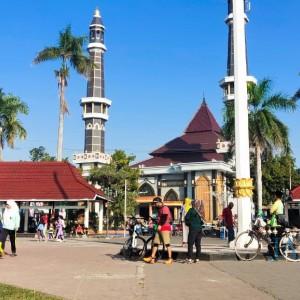 Alun-Alun Jombang Dipenuhi Goweser Tak Bermasker, Satpol PP di Mana?