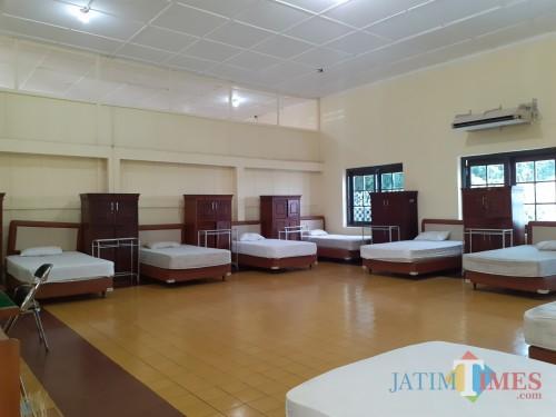 Suasana ruang kamar di rumah isolasi untuk pasien covid-19 yang berada di Jl Kawi Kota Malang. (Arifina Cahyanti Firdausi/MalangTIMES).