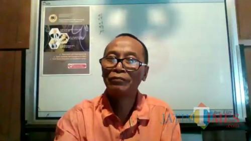 Pengamat Pendidikan sekaligus Direktur Pascasarjana IKIP Budi Utomo Malang, Sakban Rosidi saat pertemuan Zoom dengan wartawan media ini. (Foto: Ima/MalangTIMES)