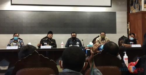 Suasana konferensi pers terkait pegawai BRI yang terkonfirmasi covid-19 bersama Wali Kota Sutiaji di ruang sidang Balai Kota Malang, Rabu (8/7/2020). (Pipit Anggraeni/MalangTIMES).