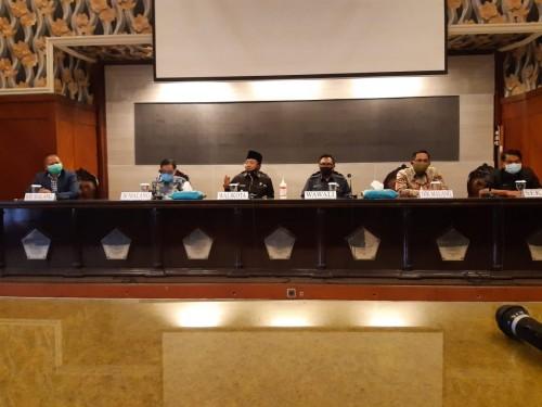 Konferensi pers berkaitan dengan pegawai BRI Kanwil Malang yang terjangkit covid-19 di Balai Kota Malang (Istimewa).