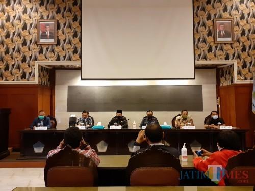 Suasana konferensi pers dari Pemkot Malang bersama pimpinan BRI Kanwil Malang di Balai Kota Malang sore ini (Rabu, 8/7). (Arifina Cahyanti Firdausi/MalangTIMES).