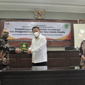 Tingkatkan Kualitas Demokrasi di Indonesia, Unisba Blitar Jalin MoU dengan KPU