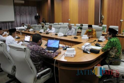 Wakil Bupati Jember Drs. KH. A. Muqit Arief saat bertemu dengan Dewan Pendidikan Kabupaten Jember (foto : diskominfo / Jatim TIMES)