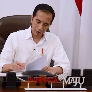 Kembali Ungkap Kekesalan, Pakar Gestur Sebut Ada Senyum Nyinyir di Bibir Jokowi ke Menteri