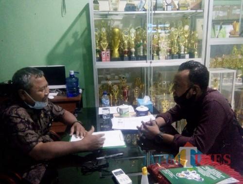 Keterangan Foto : Kepala SMKN 2 Ngawi Tri Yudo (kiri) saat dikonfirmasi wartawan NgawiTIMES.com, Kamis (9/7/2020) (Foto : Dok/ NgawiTIMES)