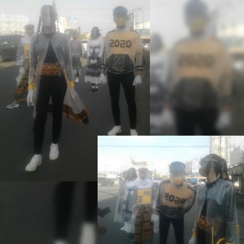 Model yang tampil di simpang empat Kartonyono dengan mengenakan APD.