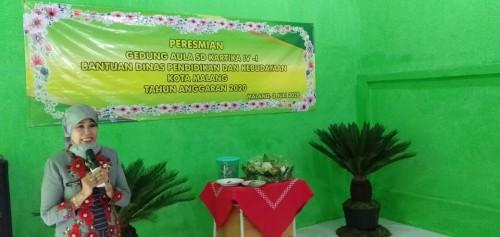 Kepala Dinas Pendidikan dan Kebudayaan (Disdikbud) Kota Malang, Zubaidah saat resmikan Aula SD Kartika IV-1 Malang. (Foto: istimewa)