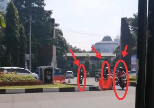 Nampak tiga pengendara yang nekat melawan arus u-turn kawasan Jalan Veteran (Ist)