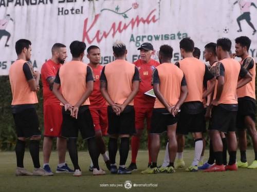 Pemain Arema FC saat menjalani latihan di bawah asuhan pelatih Mario Gomez (official Arema FC)