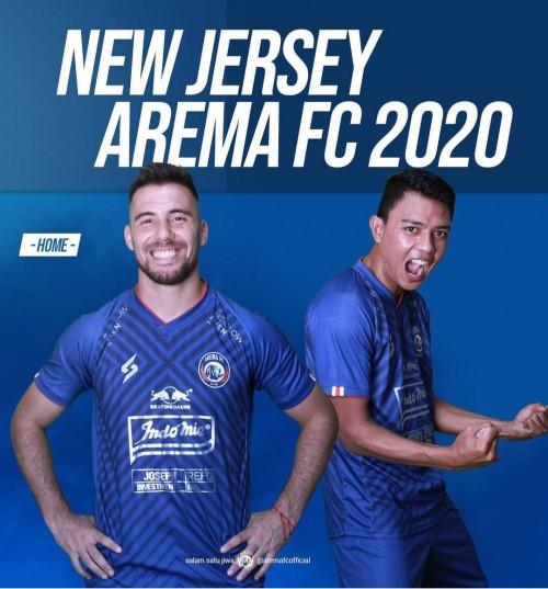 Arema FC dengan jersey baru dan sponsor di musim 2020 (official Arema FC)